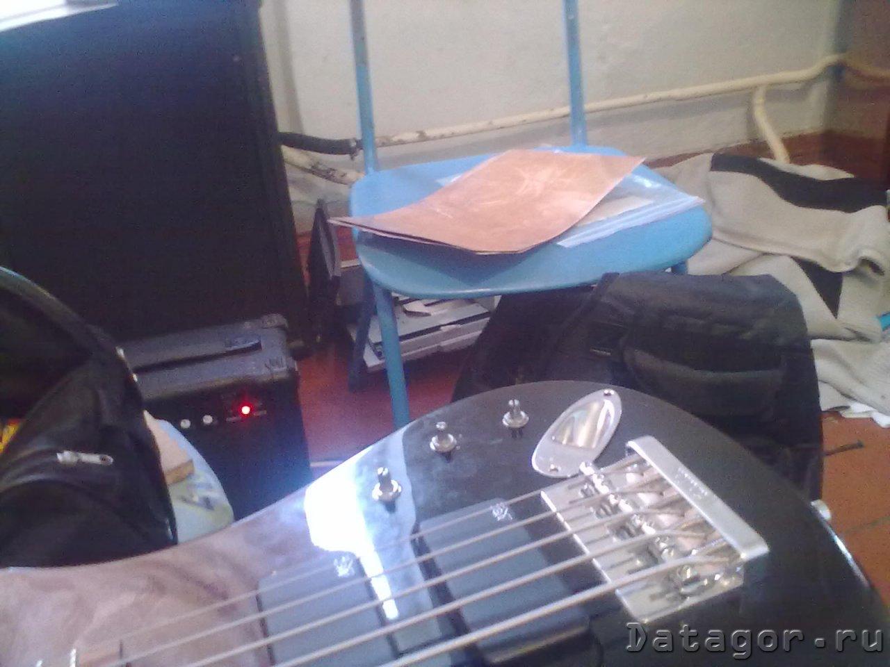 схема внутренних деталей электро гитары